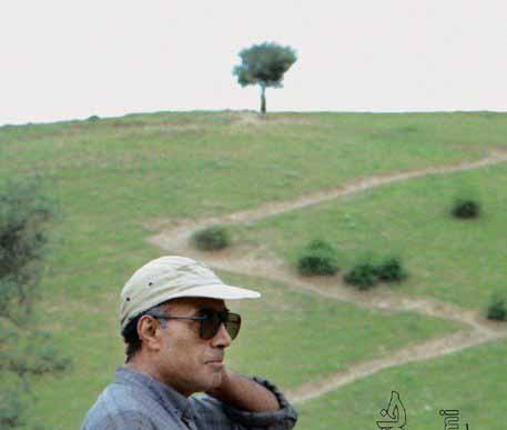 نصب مجسمه کیارستمی زیر تک درخت معروف